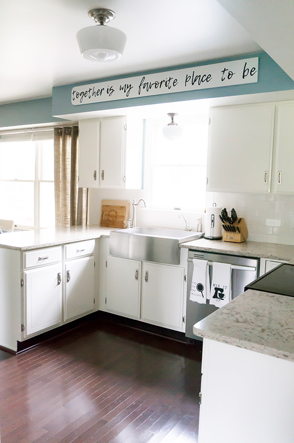 Farmhouse Kitchen. White Kitchen remodel. Easy kitchen remodel. DIY kitchen remodel with before and after pictures. Including kitchen remodel with painted kitchen cabinets.